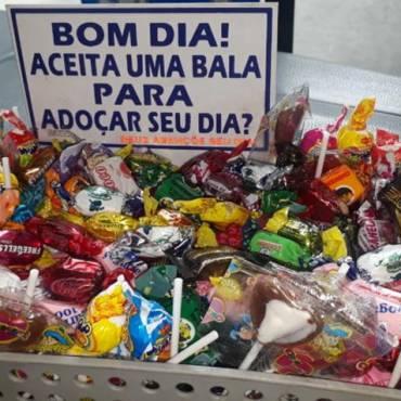 motorista de onibus da capital paulista oferece balas para passageiros durante viagem 01